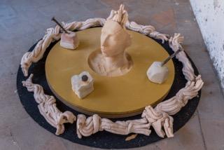 Giorgio Crisafi, Corona (Donna de Paradiso), 2013, terracotta, pietra, chiodi, tessuto, foto Paolo Sfriso