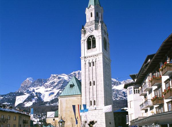 La chiesa dei santi Filippo e Giacomo vista da Corso Italia (foto Luca Gusso),fonte: www.infodolomiti.it