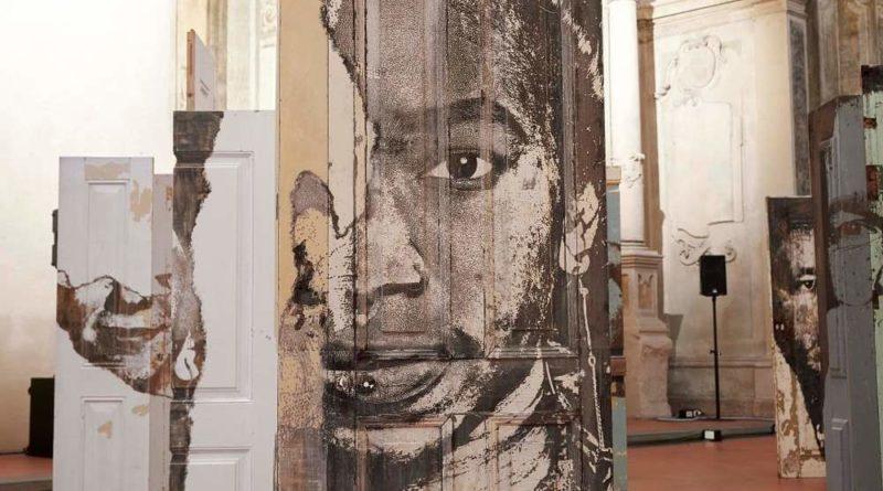Oltre la porta frammenti d'arte e di vita