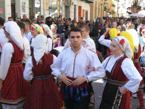 Gruppo folcloristico durante la festa del mandorlo in fiore, Agrigento,  foto di Dario Bottaro