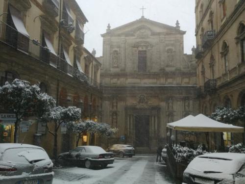 Nevicata a Caltagirone, Catania,  foto di Dario Bottaro